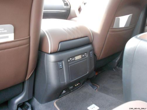 2016 INFINITI QX80 Limited AWD Interior 10