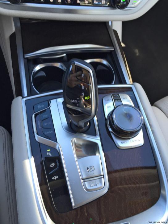 2016 BMW 750i 9