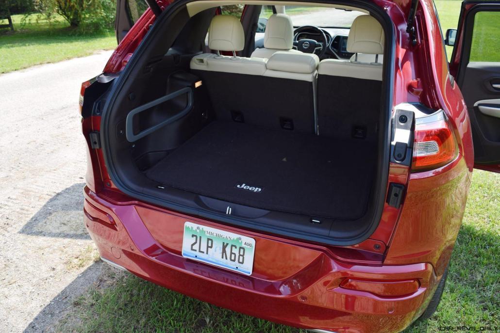 2016-jeep-cherokee-overland-4x4-31