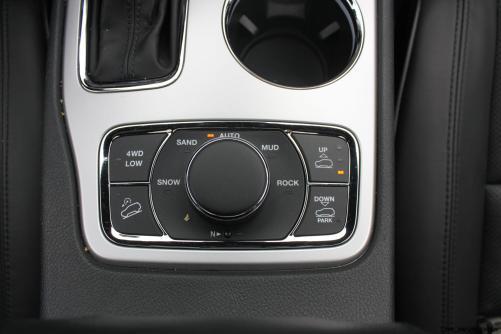 2016-jeep-grand-cherokee-overland-15