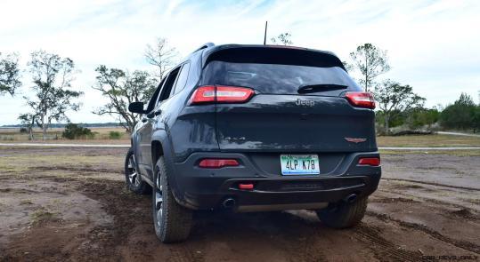 2017 Jeep Cherokee TRAILHAWK 25