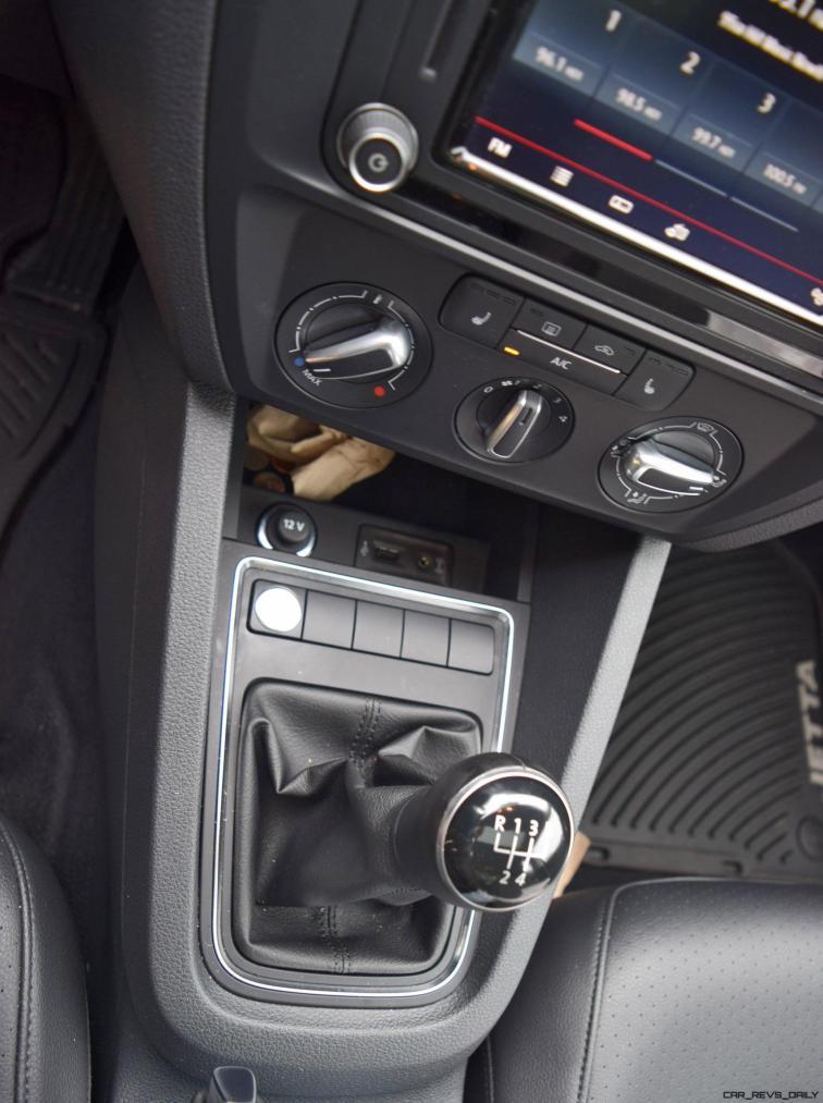 2017 VW Jetta 1.4T - HD Road Test Review 17