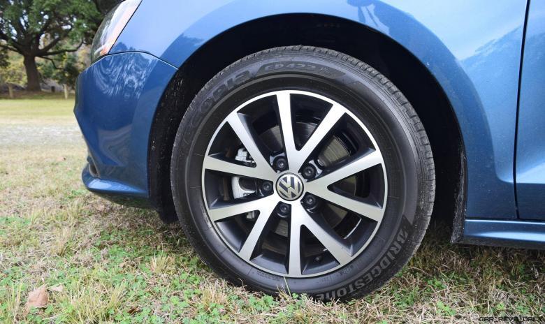 2017 VW Jetta 1.4T - HD Road Test Review 24