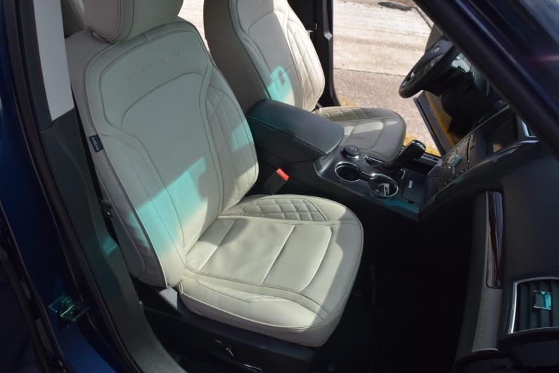 2017 Ford Explorer Platinum - Interior 10