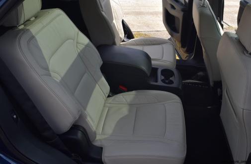 2017 Ford Explorer Platinum - Interior 14