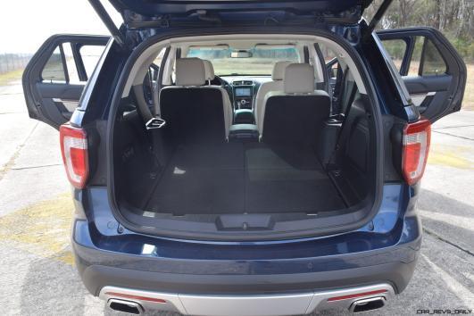 2017 Ford Explorer Platinum - Interior 15