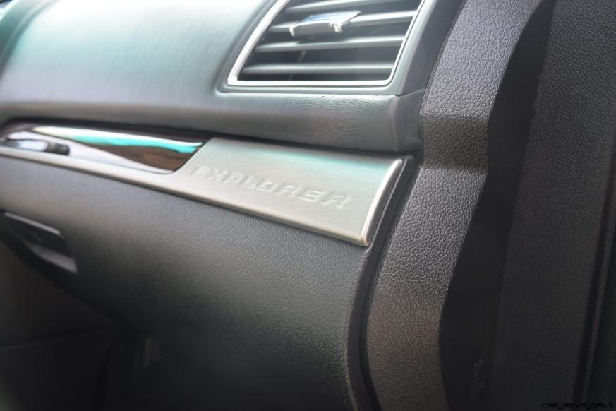 2017 Ford Explorer Platinum - Interior 21