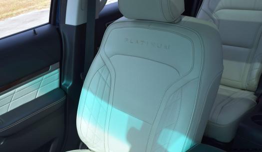 2017 Ford Explorer Platinum - Interior 4