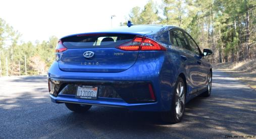 2017 Hyundai Ioniq Hybrid 14