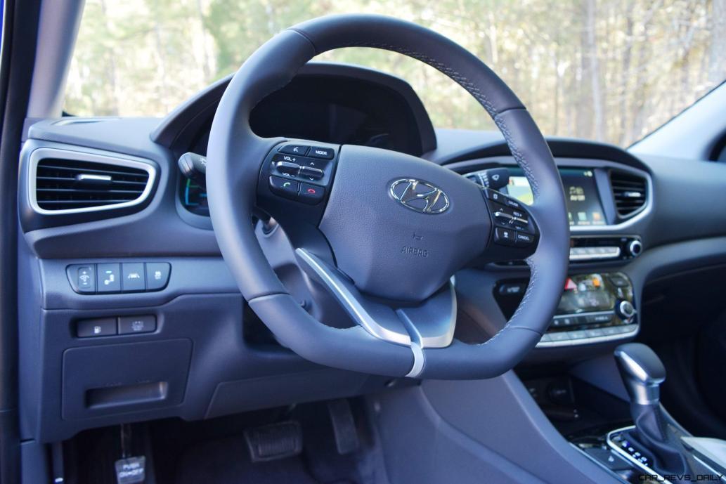 2017 Hyundai Ioniq Hybrid 31
