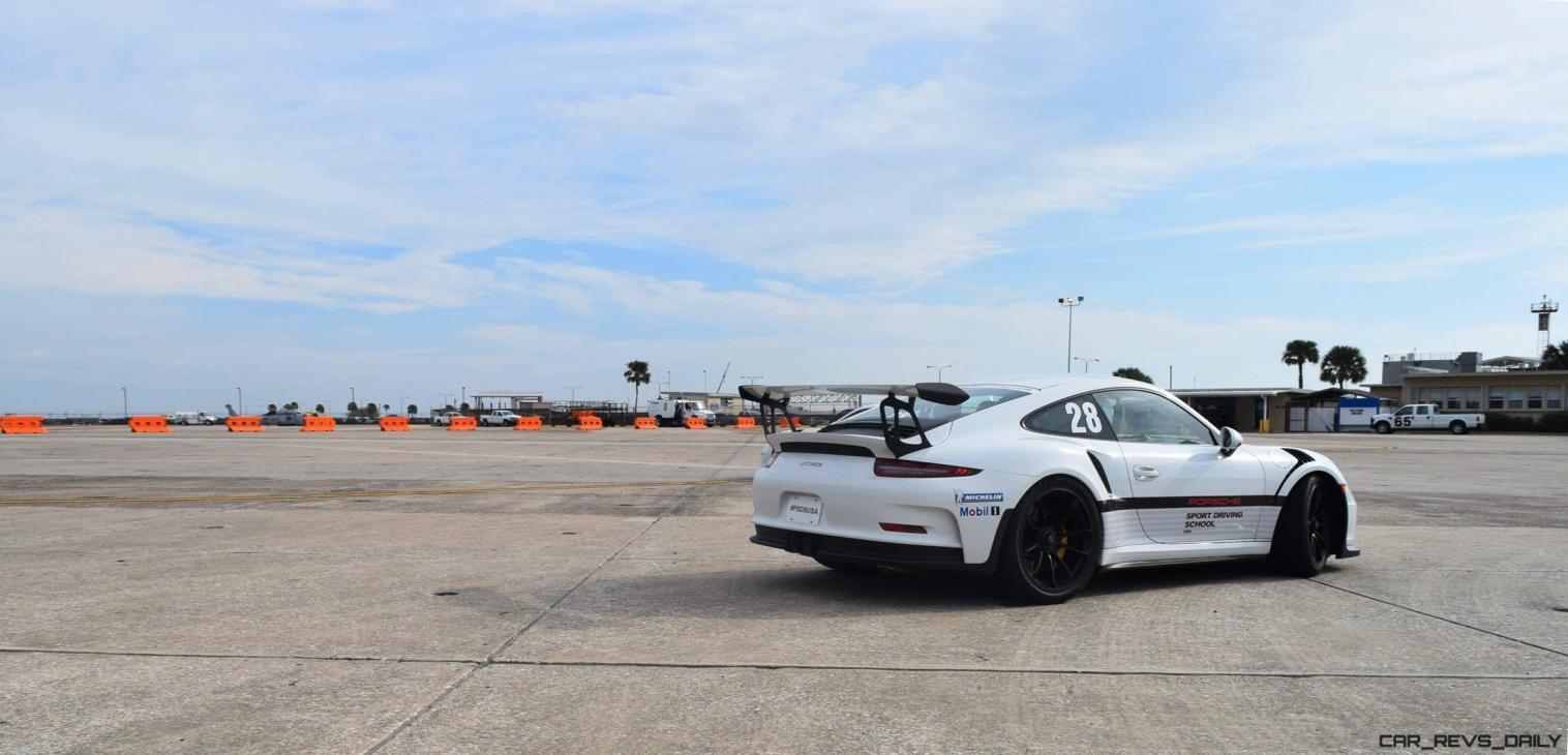 2017 Porsche 911 GT3RS 12