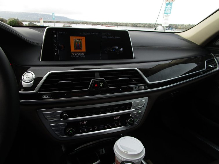 2017 BMW 740e Interior 26