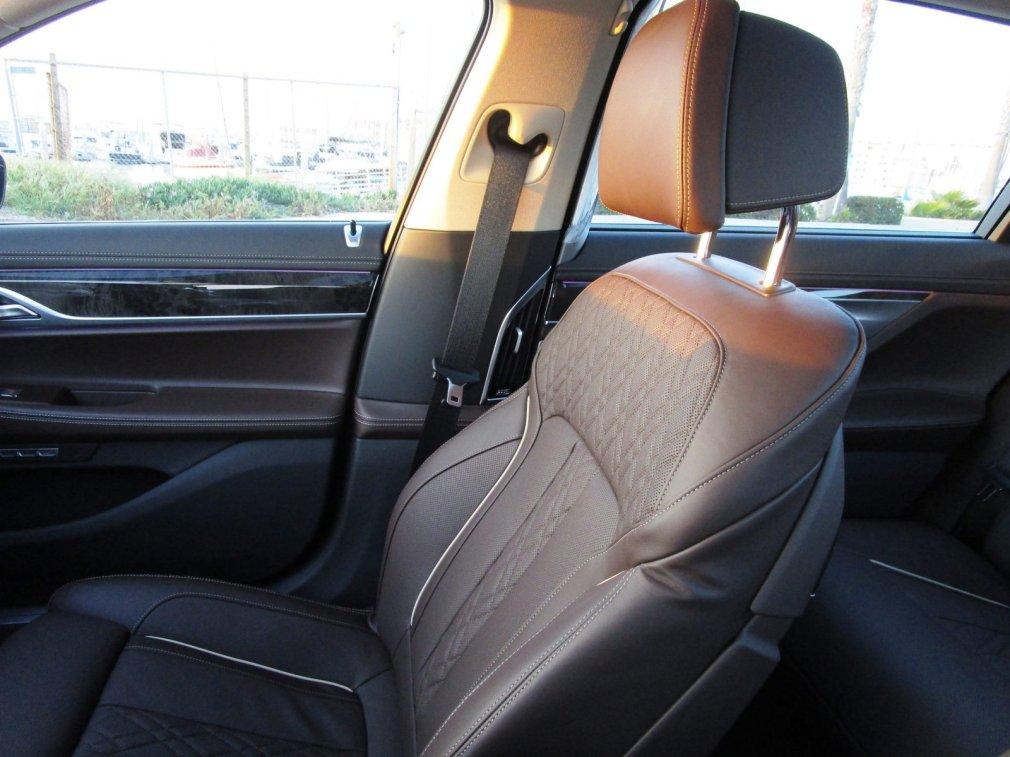 2017 BMW 740e Interior 32