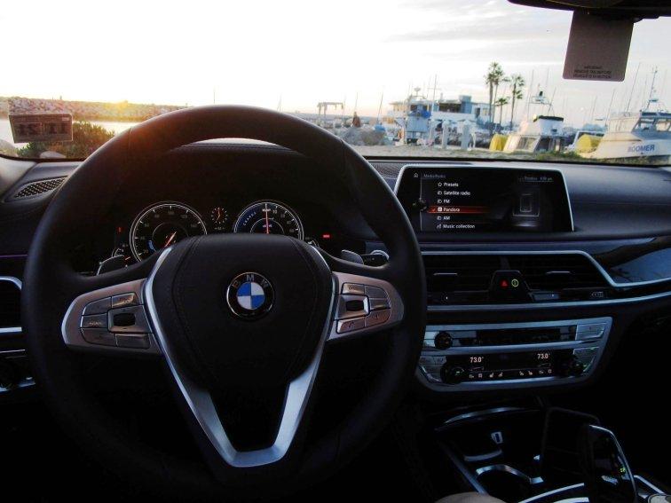 2017 BMW 740e Interior 35