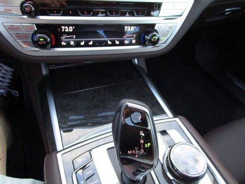 2017 BMW 740e Interior 38