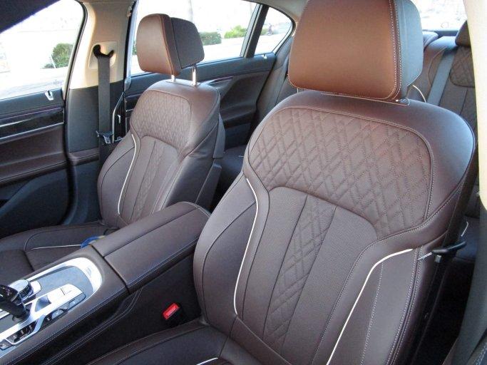 2017 BMW 740e Interior 41