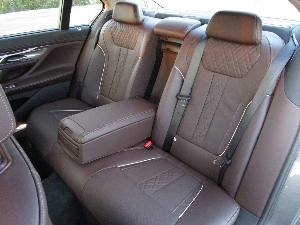 2017 BMW 740e Interior 42