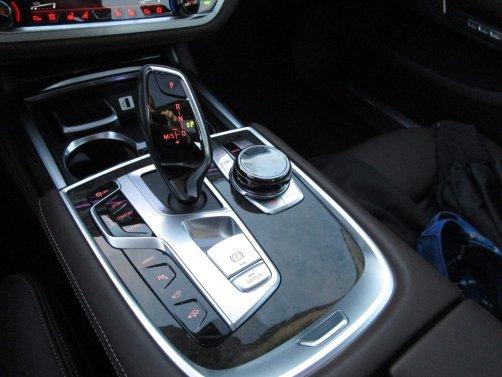 2017 BMW 740e Interior 9