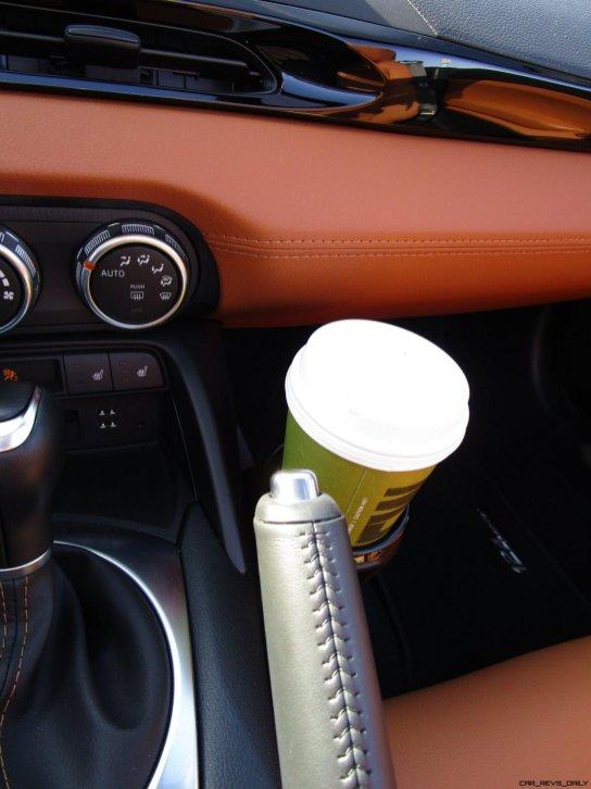 2017 Fiat 124 Spider Lusso INTERIOR 13