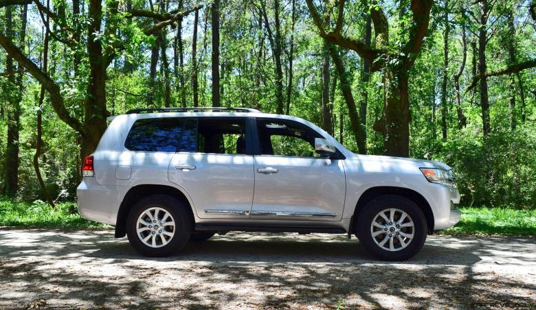 2017 Toyota LAND CRUISER Oak Driveway 7