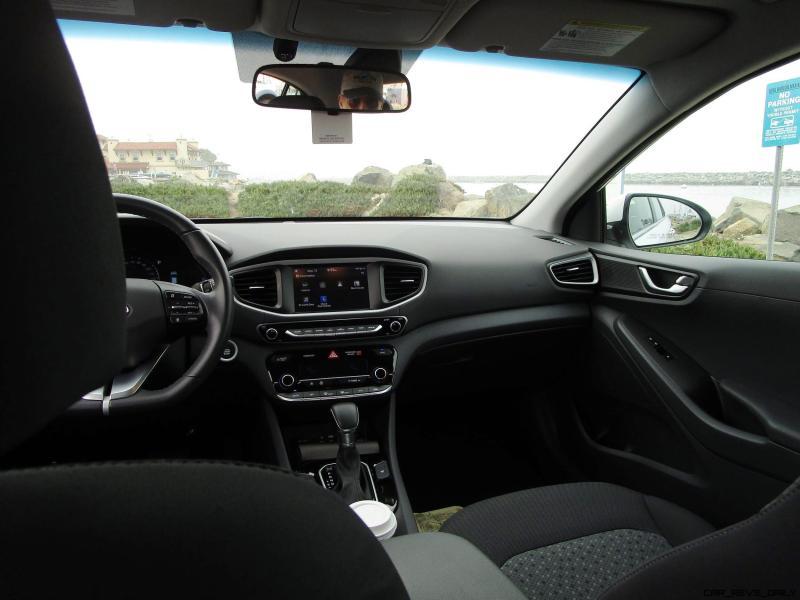2017 Hyundai Ioniq Hybrid SEL INTERIOR 16