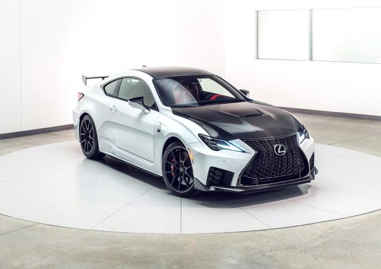 2020_Lexus_RC_F_Track_Edition_08_EE05C4F3C9B941676E55851B6A6EBB1A7C1547D1
