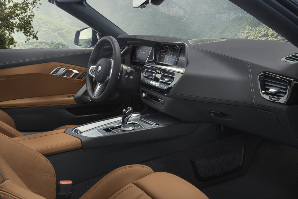 P90318593_highRes_the-new-bmw-z4-roads