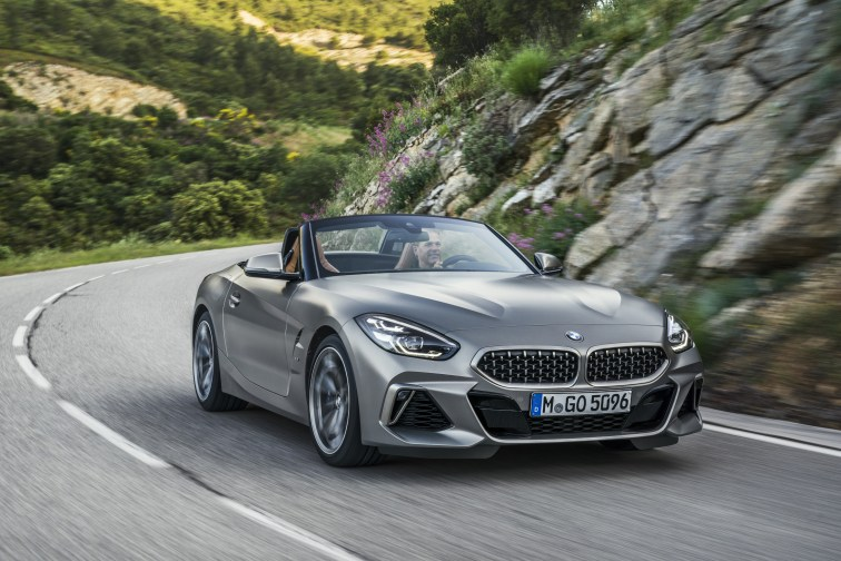 P90318600_highRes_the-new-bmw-z4-roads