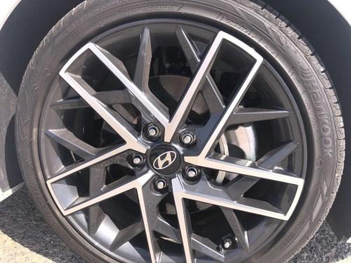 2019 Hyundai Elantra Sport (2)