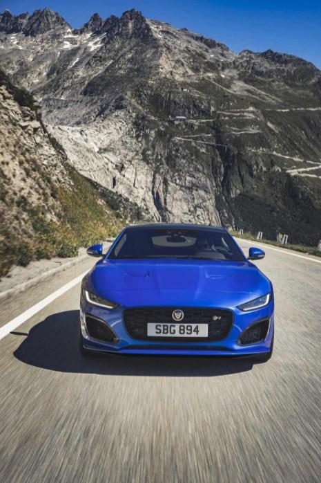 Jag_F-TYPE_R_21MY_Velocity_Blue_Reveal_Switzerland_02.12.19_07