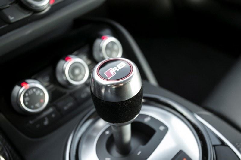 Car-Revs-Daily.com 2014 AUDI R8 V10 Plus in Sepang Matte Metallic Blue 28
