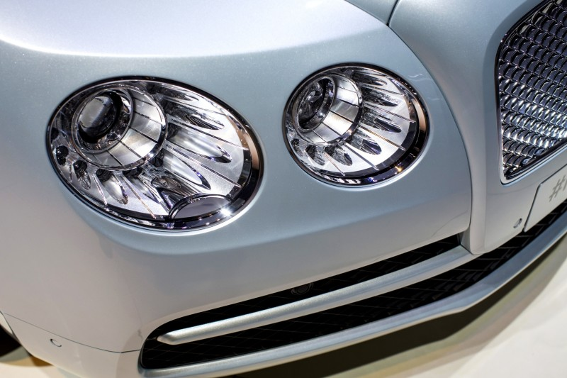 Car-Revs-Daily.com 2015 Bentley Flying Spur V8 Debuts in Moscow 12