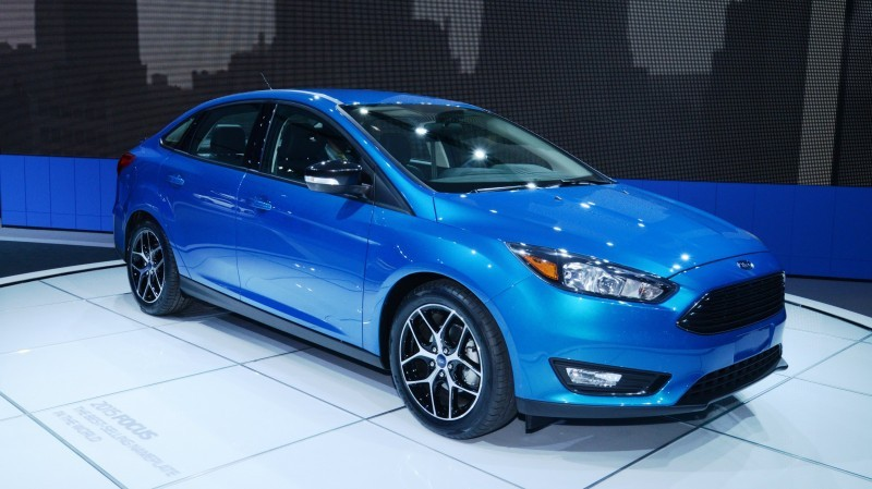 Car-Revs-Daily.com 2015 Ford Focus 38