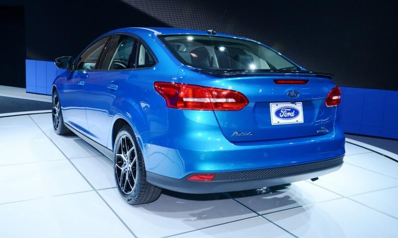 Car-Revs-Daily.com 2015 Ford Focus 41