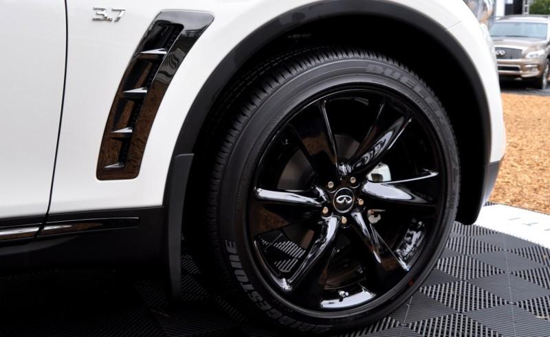 Car-Revs-Daily.com 2015 INFINITI QX70S 56