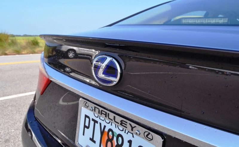 Car-Revs-Daily.com 2015 Lexus ES300h Review 14