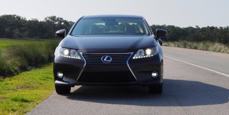 Car-Revs-Daily.com 2015 Lexus ES300h Review 22