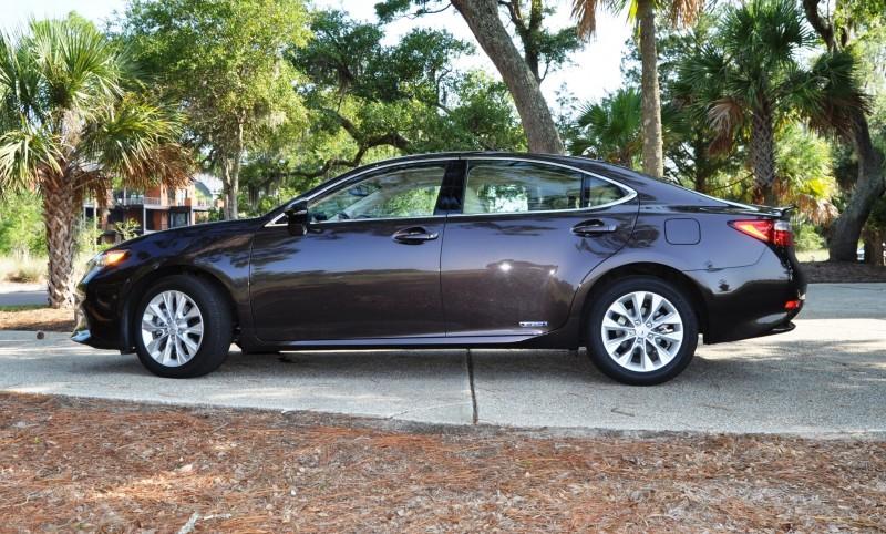 Car-Revs-Daily.com 2015 Lexus ES300h Review 40
