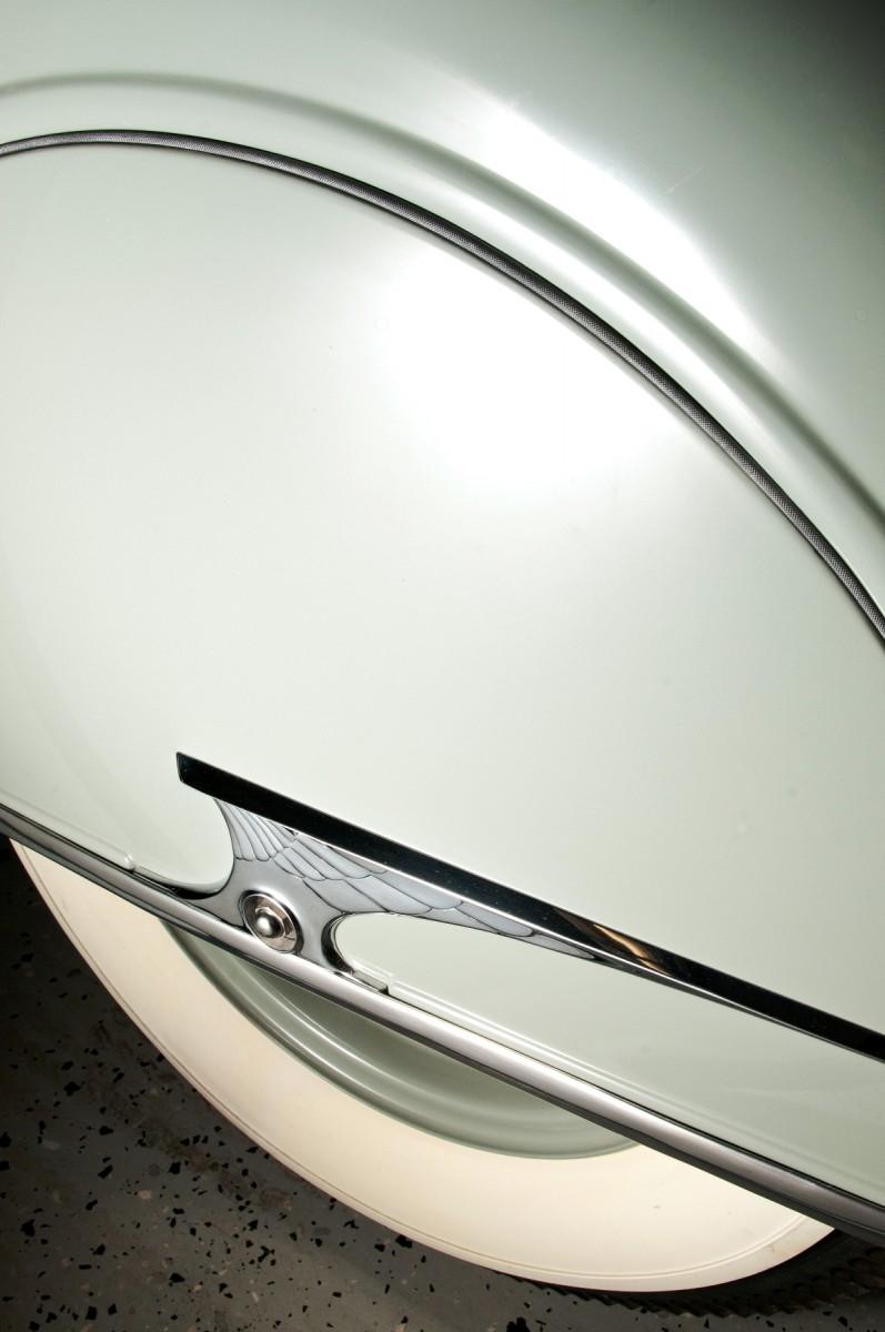Car-Revs-Daily.com RM Auctions Motor City 2014 Preview - 1934 Chrysler Airflow Eight Sedan 8