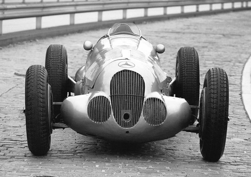 CarRevsDaily - Hour of the Silver Arrows - Action Photography 66