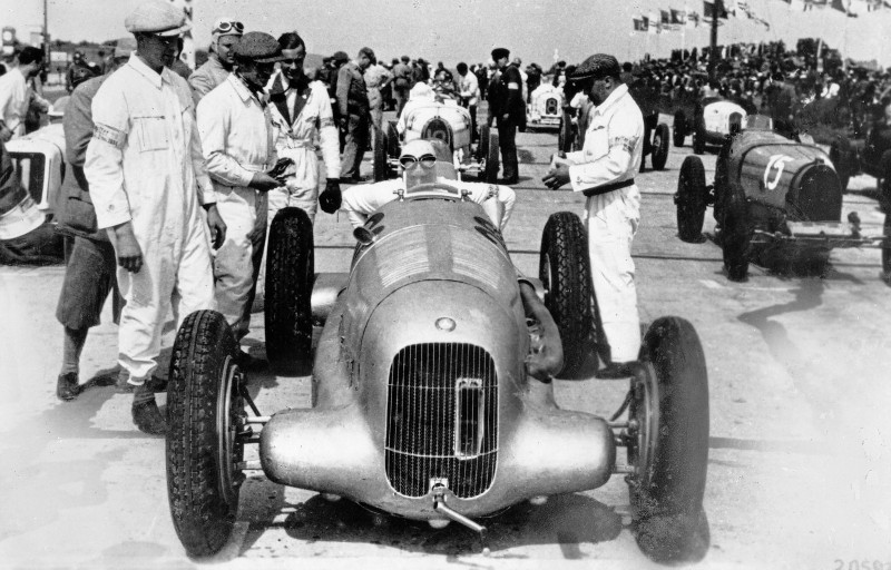 CarRevsDaily - Hour of the Silver Arrows - Action Photography 69