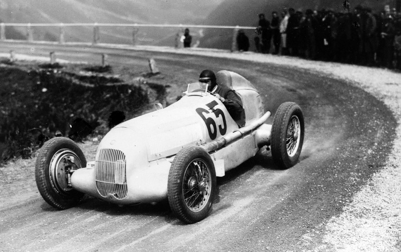 CarRevsDaily - Hour of the Silver Arrows - Action Photography 71