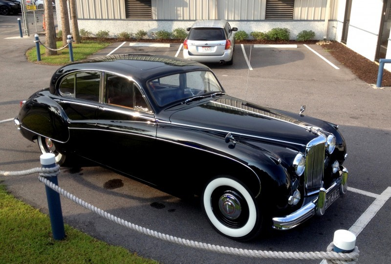 Iconic Classic - 1959 JAGUAR Mark IX Is Blue-Blood Royalty With Most Divine Cabin of the 1950s 5
