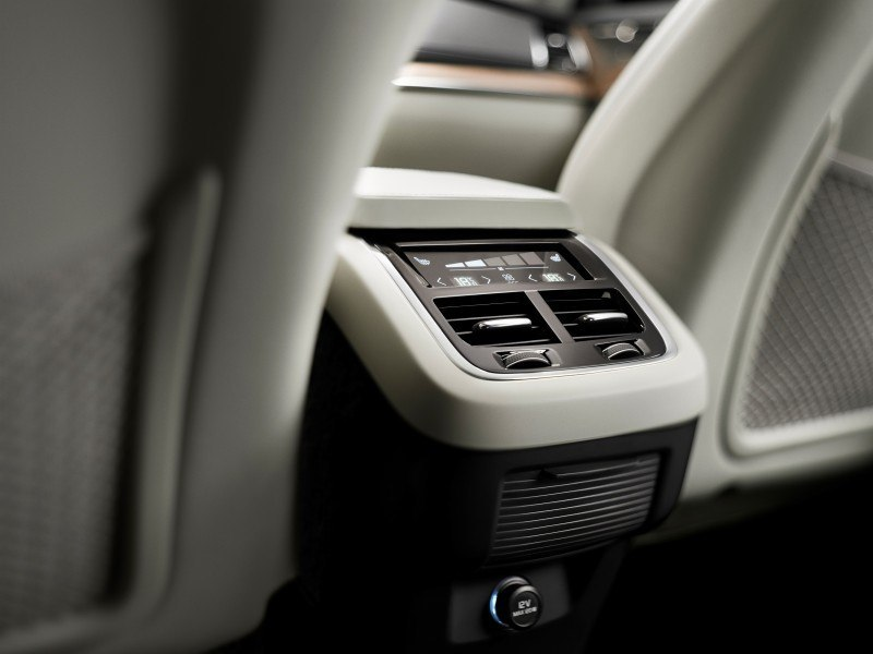 PRODUCTION 2015 VOLVO XC90 Interior First Look 7
