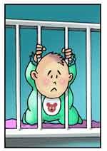 Bambino con la testa intrappolata fra le sbarre del lettino.