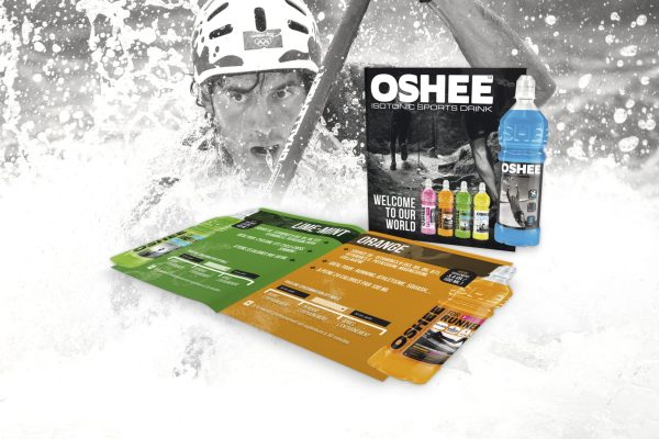 OSHEE - oshee - isotonic - isotonique - Boisson sportive - Isotonic Sports Drink - Néobulles - Boisson pour sportif - Gamme complète - Sports - Caractère Advertising - Agence - Graphisme - Branding - Agence de communication - Herstal - Liège - Mock Up Brochure - Leaflet B2C