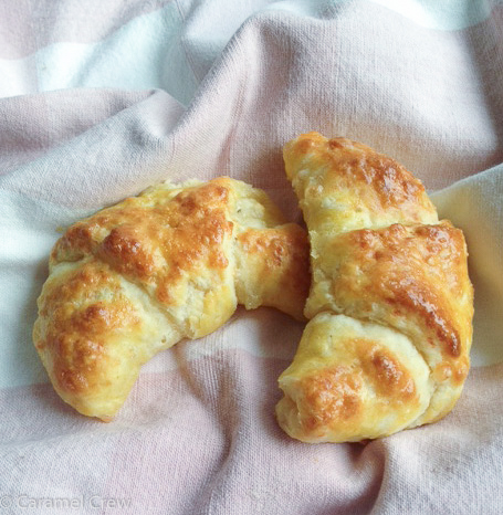 Cheese-rolls-with-herbes-de-provence