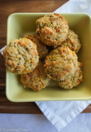Spicy and savory veggie muffins with Sriracha sauce are tasty appetizers or delicious savory snacks that surprise with their super moist texture and intense flavors.