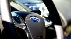 Javi Vega Ford Kuga volante