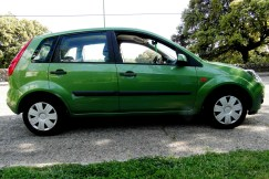 Ford Fiesta - car and gas - lateral 3